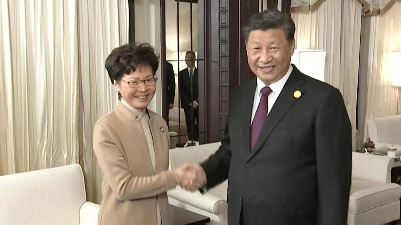 2019年11月4日,习近平当晚在上海会见出席第二届中国国际进口博览会的香港特首林郑月娥。(法新社)