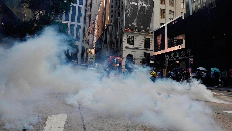 香港一家政府医院黄医生表示,二恶英是对人体有害的物质,他质疑,香港警方拒绝公开催泪弹的成分,是为了隐暪真相。(资料图/美联社)