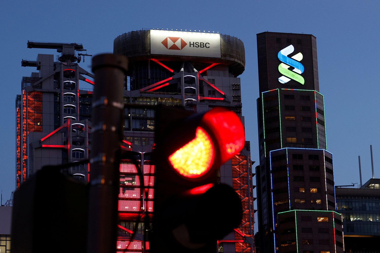 2021 年 8 月 17 日,汇丰银行和渣打银行总部,位于香港中央商务区的国际金融中心。(路透社)