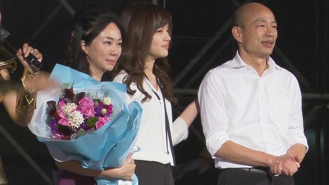 韩国瑜的女儿韩冰选前一晚压轴现身挺父。(记者 李宗翰摄)