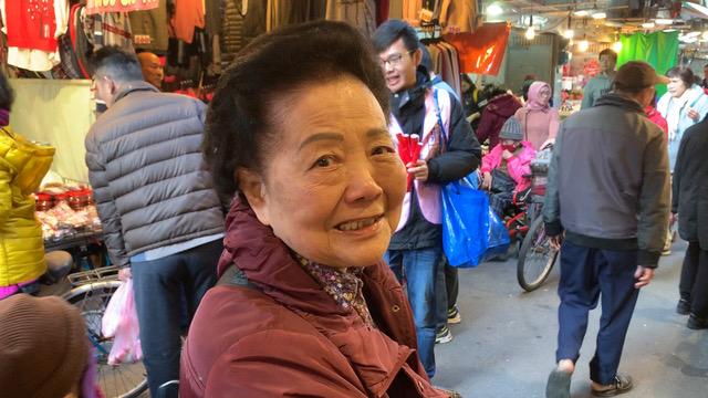 台北市民周妈妈期许蒋万安未来选总统。(记者 黄春梅摄)