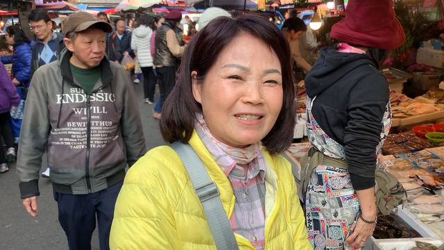 台北市民糠小姐受访希望蒋万安选台北市长或更高。(记者 黄春梅摄)