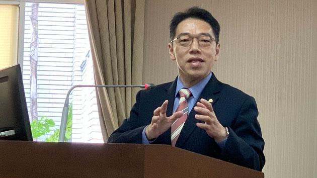台湾金融研训院院长黄崇哲称红色供应链成长已极限。(记者 黄春梅摄)