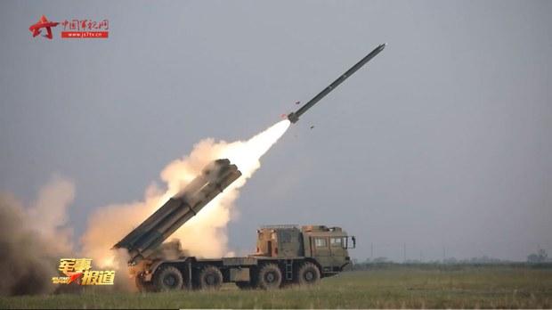 解放軍展示遠程多管火箭炮新戰法  目標或是臺灣非美軍