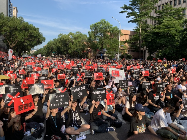 """2019年6月16日,上万台湾人上街集会""""反送中、撑香港""""。(记者 黄春梅摄)"""