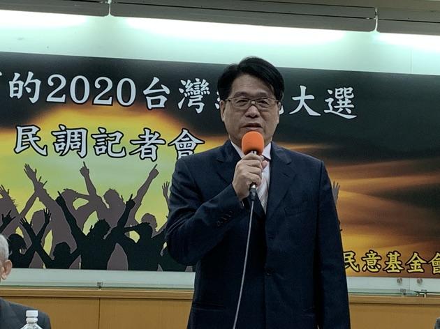 台湾民意基金会董事长游盈隆解读,反送中拉抬现任总统民调。(记者 黄春梅摄)