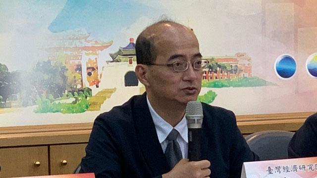 台湾经济研究院院长张建一认为中国经济不确定性仍高。(记者 黄春梅摄)