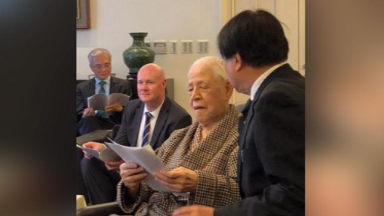 杨宪宏赴李登辉宅邸说明中国迫害宗教自由现况,美国前副总统钱尼的副国家安全顾问叶望辉(Stephen J. Yates)也在场。(杨宪宏提供)