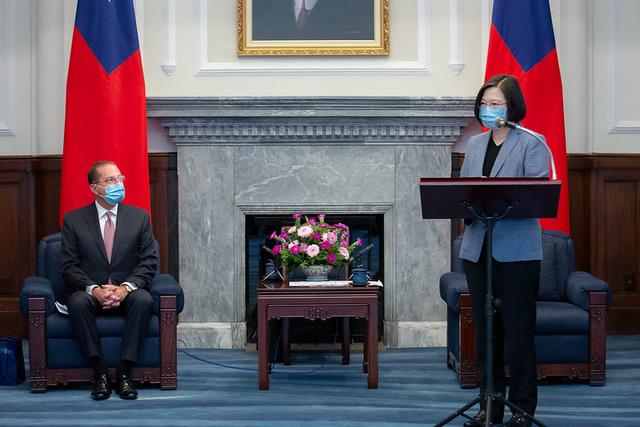 台湾总统蔡英文呼吁政治不该凌驾于健康之上。(总统府提供)