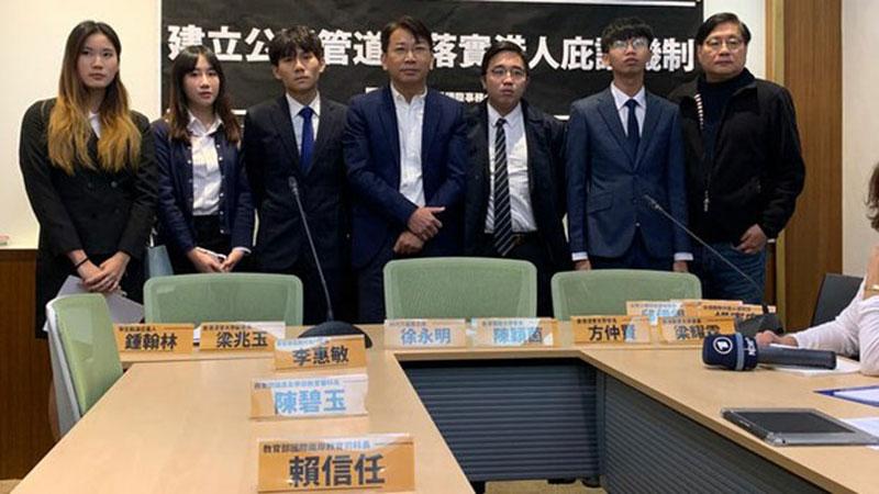 方仲贤(左三)3日随香港大专学界国际事务代表团来台。(资料照,记者黄春梅摄)
