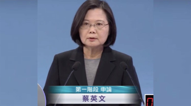 2020台湾总统选举的三位候选人:民进党的蔡英文、国民党的韩国瑜和亲民党的宋楚瑜于周日(2019年12月29日)进行唯一一场电视辩论。(视频截图)