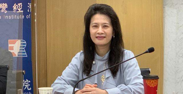 台经院研究员刘佩芬分析台积电优势。(记者 黄春梅摄)