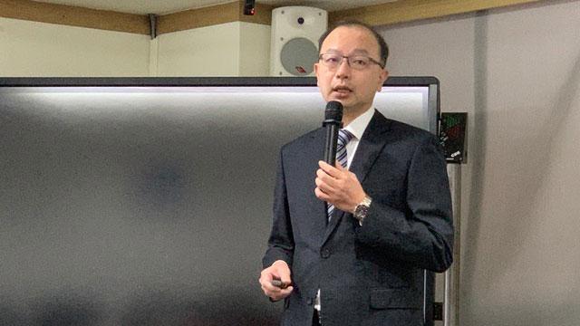 台经院景气预测中心主任孙明德建议台湾拿芯片换疫苗。(记者 黄春梅摄)