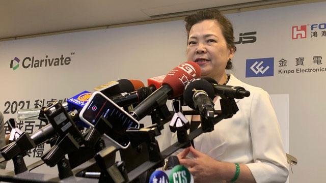 台湾经济部长王美花回应美日同盟伙伴机制。(记者 黄春梅摄)
