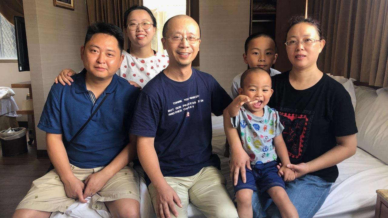资料图片:2019年7月8日,成都秋雨教会基督徒廖强一家六口赴台湾后,接受自由亚洲电台专访表示,要逃亡,不回中国大陆。(记者夏小华摄)