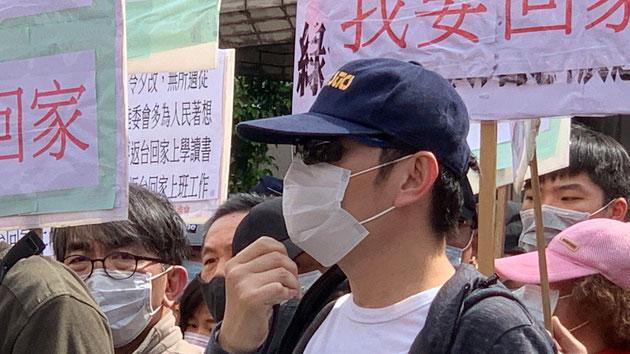 武先生的妻小仍滞留在武汉。(记者 李宗翰摄)