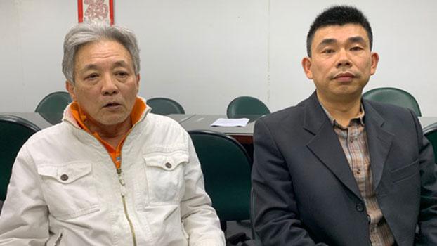 图片:颜伯均、刘兴联说明入台之后生活情况。(记者 黄春梅摄)