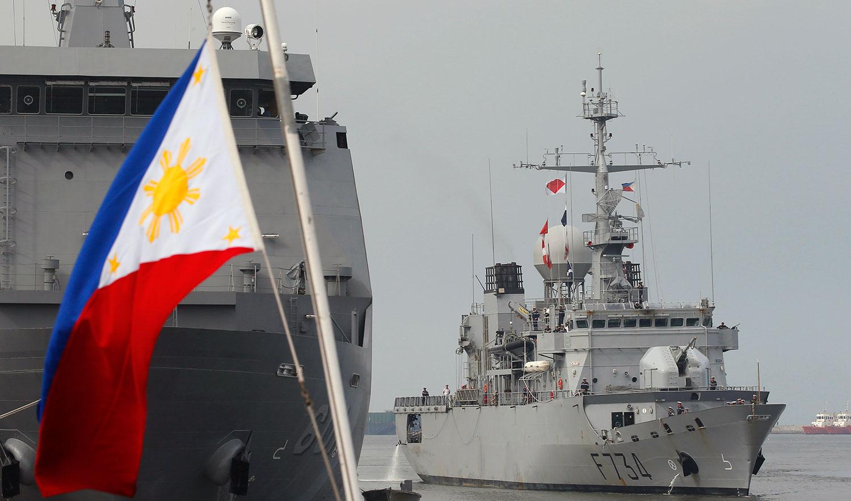 资料图片:2018年3月12日,法国军舰葡月号抵达菲律宾马尼拉港口,展开为期五天的友好访问。(美联社)