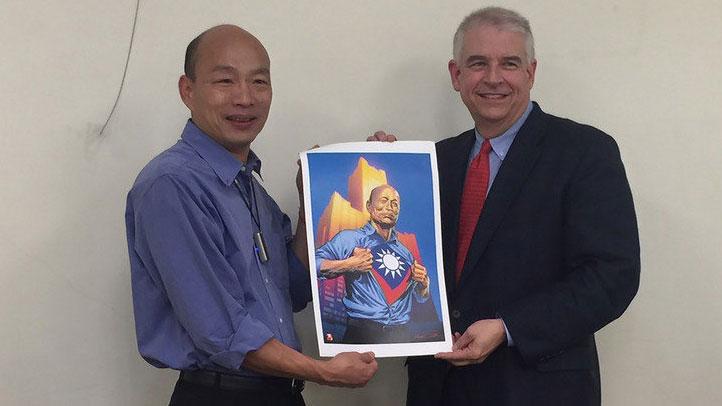 2019年5月13日,韩国瑜接见前漫威成员,现任AAE执行长大卫马丁David Martin。(高雄市政府提供)