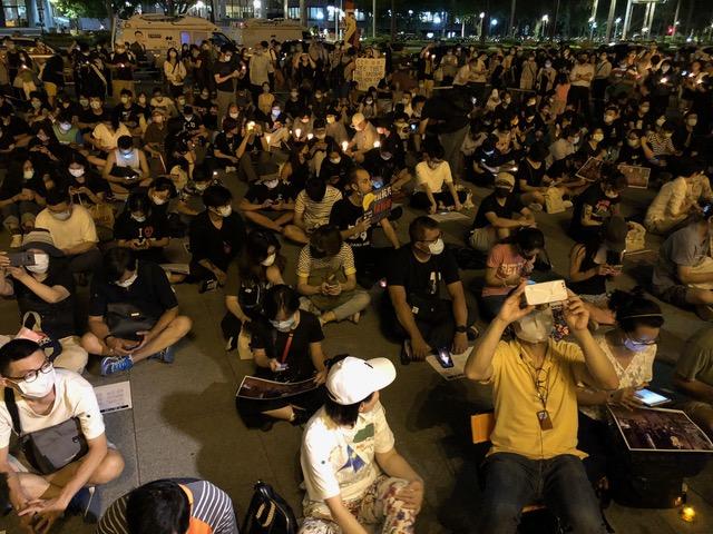 """台北自由广场举行""""六四""""无大台烛光晚会声援香港及中国民主。(记者 李宗翰摄)"""