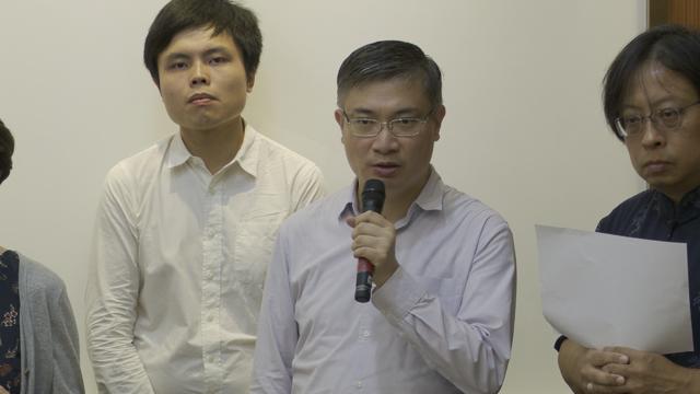 """香港政治评论员桑普认为香港人成为北京的""""人质外交""""。(记者 李宗翰摄)"""