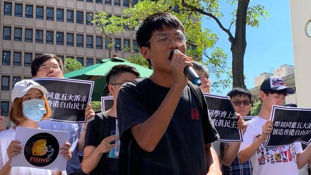 东华学生会会长许冠泽呼吁港府释放港生,台湾照顾港生就学权。(记者 黄春梅摄)
