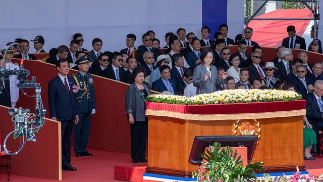 蔡英文在总统府前发表国庆讲话。(总统府提供)