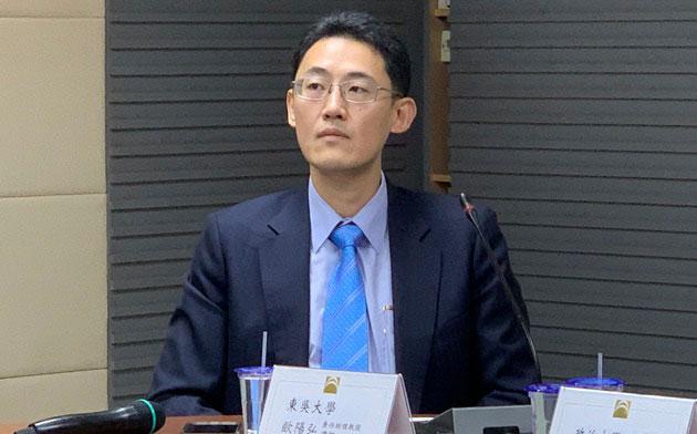 台湾群胜国际法律事务所律师欧阳弘说,台湾收下陈明佳,更能在政治上彰显主权。(记者 黄春梅摄)