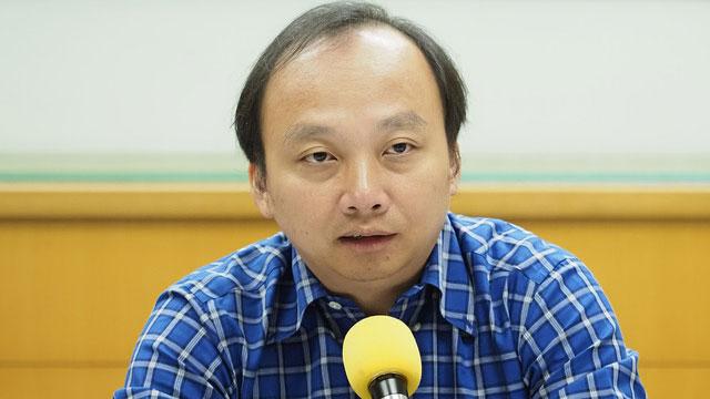 台北海洋科技大学助理教授吴建忠提醒台生,申请中国公费留学有被视为间谍的潜在威胁。(记者 黄春梅摄)