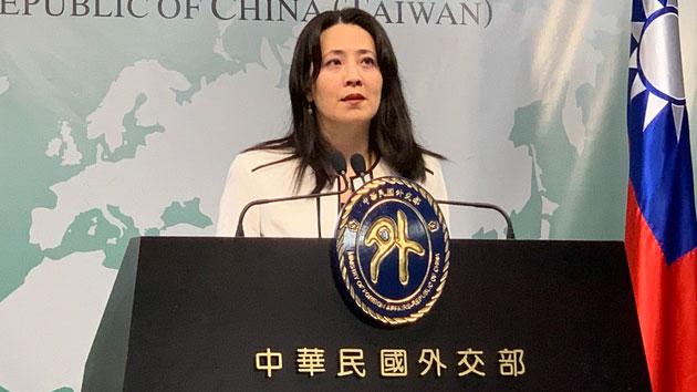 在台湾的外交部发言人欧江安10日宣布对到外交部抗议的国民党民代提告。(记者 黄春梅摄)
