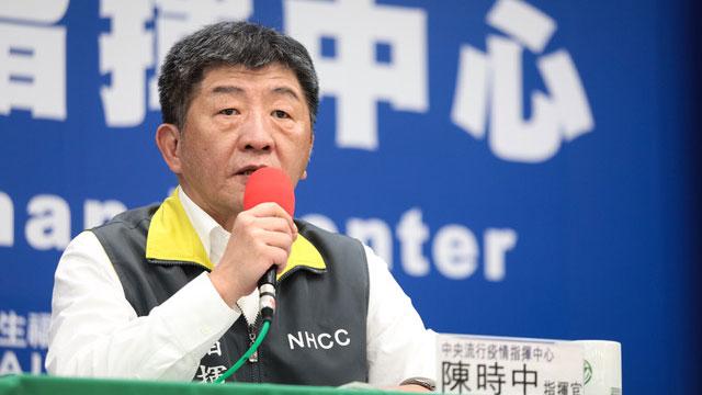 """台湾中央流行疫情指挥中心指挥官陈时中解释""""类包机""""状况。(疾管署提供)"""