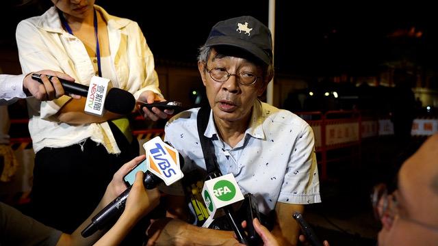 铜锣湾书店老板林荣基呼吁援港不能太急。(记者 李宗翰摄)