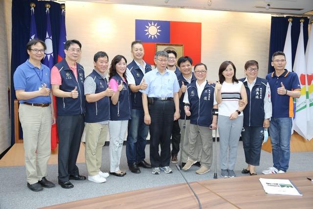 台北市长柯文哲17日与大安区里长座谈。(台北市政府提供)