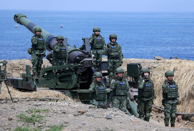 2019年5月30日,台湾炮兵大队第一队在屏东进行汉光军事演习。(美联社)