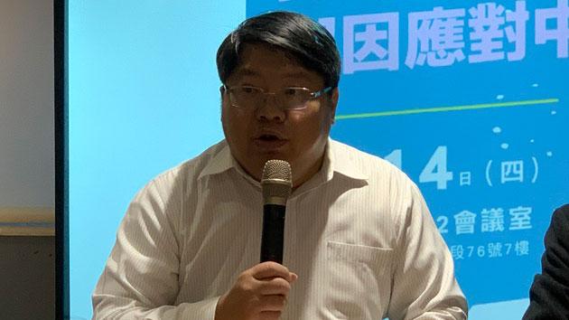 经济民主连合召集人赖中强称国民党背弃自由民主价值。(记者 黄春梅摄)