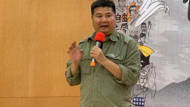 纪录片导演李惠仁制作反送中纪录片《自由‧飞》。(记者 黄春梅摄)