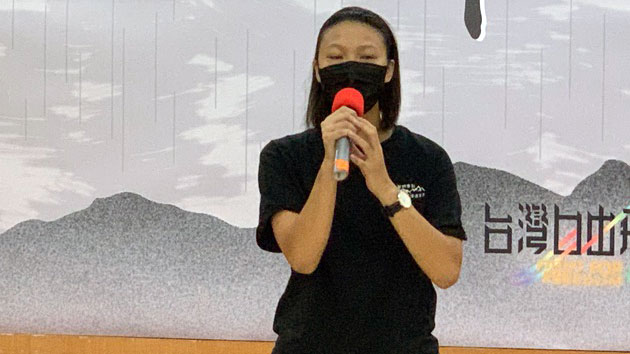 香港边城青年Justine指出,香港白色恐怖已随着数位升级。(记者 黄春梅摄)