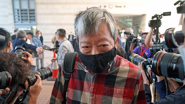 2021年2月5日,身负九宗控罪的支联会主席李卓人抵达香港法院。(美联社)