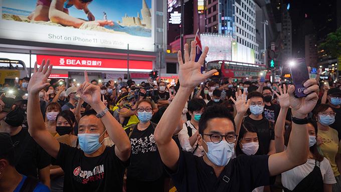 2020年6月12日,支持民主的抗议者在香港示威。(美联社)