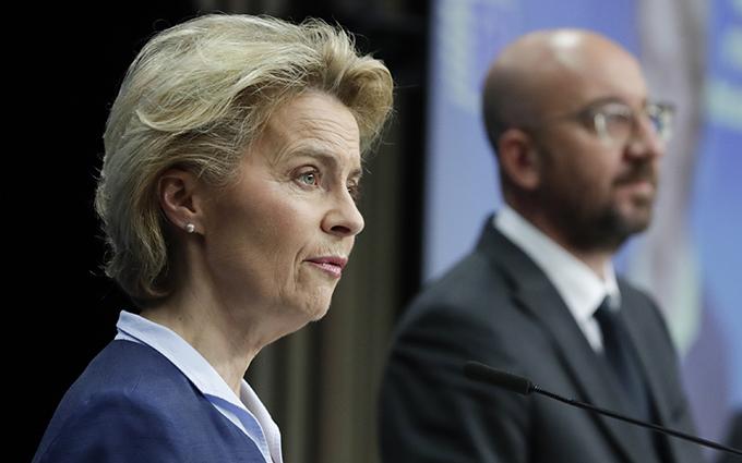 欧盟执行委员会主席乌尔苏拉·冯德莱恩(Ursula von der Leyen)(左)与欧洲理事会主席查尔斯·米歇尔(Charles Michel)(美联社)