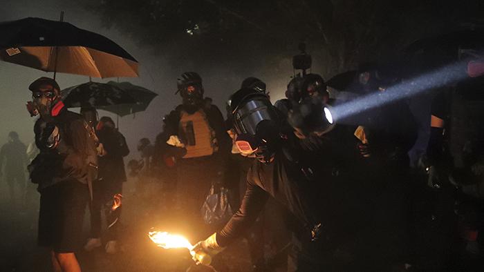 2019年11月12日,香港中文大学学生与警察在校园发生冲突。(美联社)