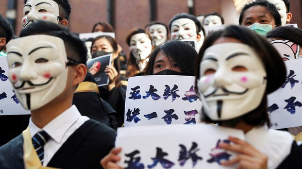 """香港法院裁定《禁蒙面法》""""合宪""""  警暴复议也遭驳回"""
