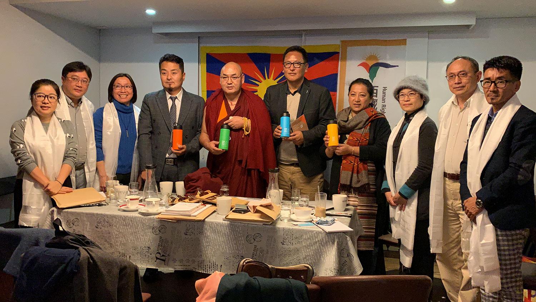 藏人行政中央议会包含前议长堪布索南滇培等4名现任国会议员到台湾观选,13日拜会友好西藏的台湾NGO组织和在台西藏人。(记者夏小华摄)