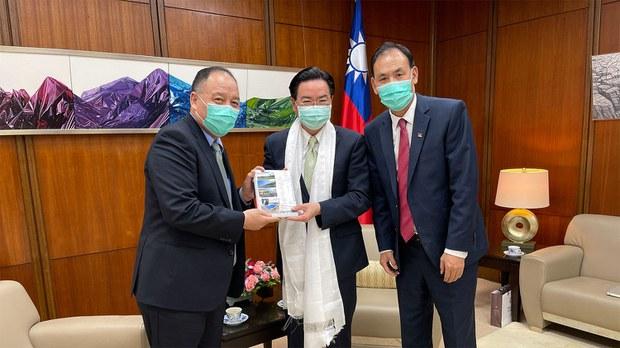 达赖喇嘛访台困难? 西藏流亡政府新驻台代表:尊重台湾外交政策