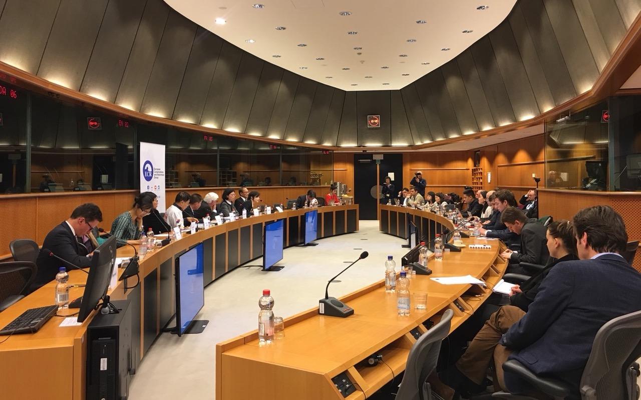 李净瑜、王炳武在欧洲议会呼吁声援李明哲、王炳章无罪释放。(台湾关怀中国人权联盟提供)