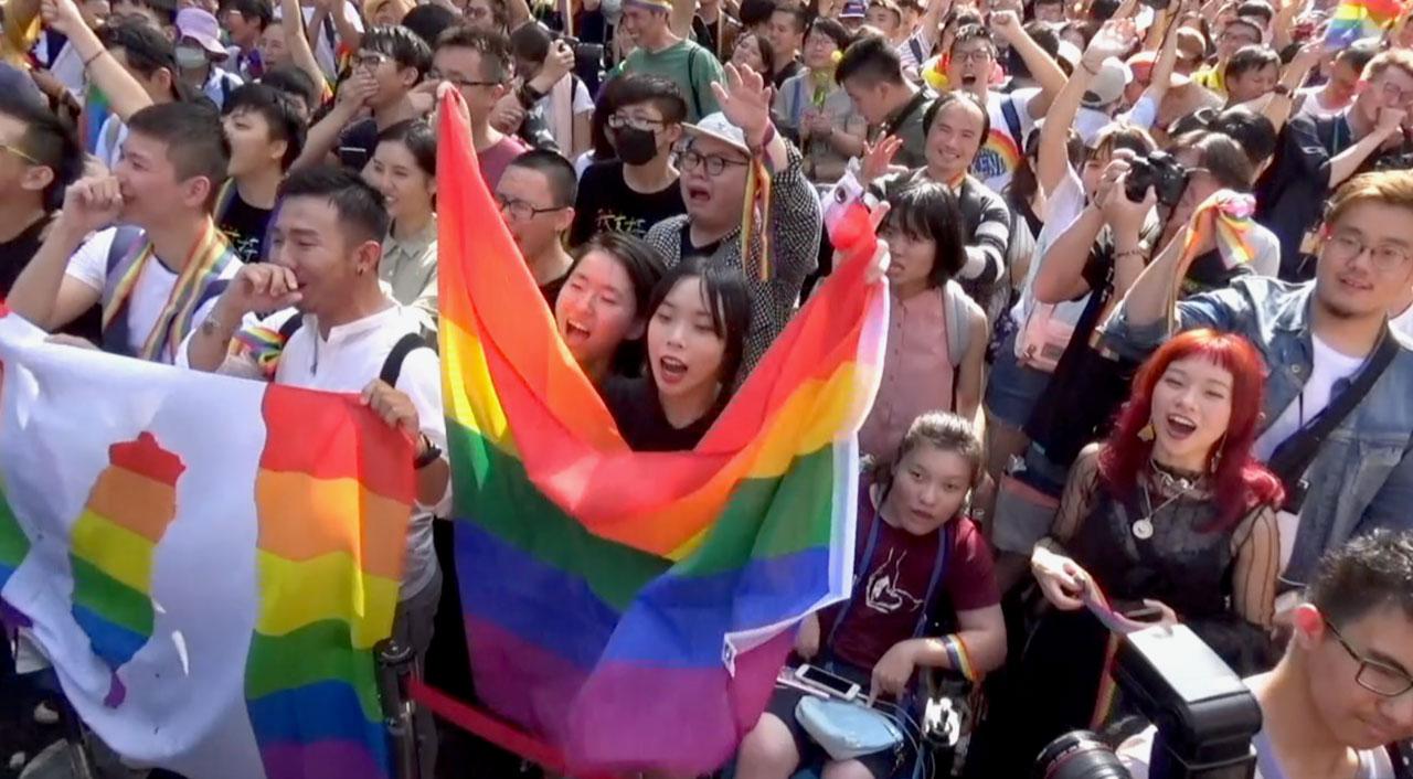 台湾通过《同性婚姻专法》 亚洲第一,在场不少人落泪。(记者夏小华摄)