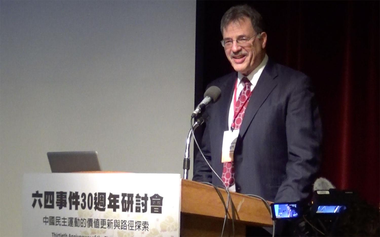 美国学者戴雅门在台湾参加六四三十周年研讨会进行演讲。(记者夏小华摄)