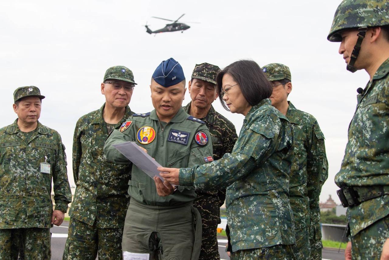 总统蔡英文视导彰化战备道起降。(军闻社提供)