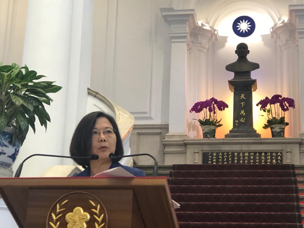 蔡英文致词没谈胜选,而声援香港反送中,呼吁港府勿仓促强势通过恶法。(记者夏小华摄)