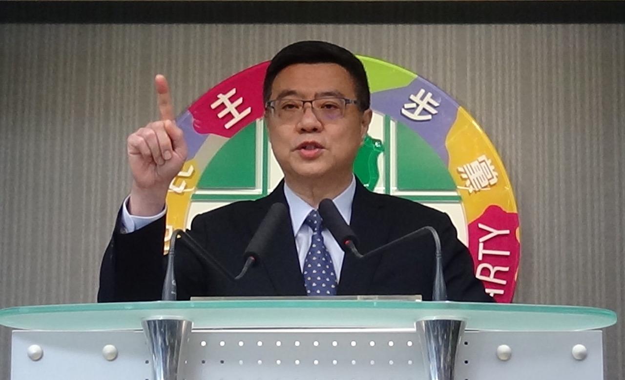 民进党党主席卓荣泰13号在党部宣布党内总统初选结果。(记者夏小华摄)